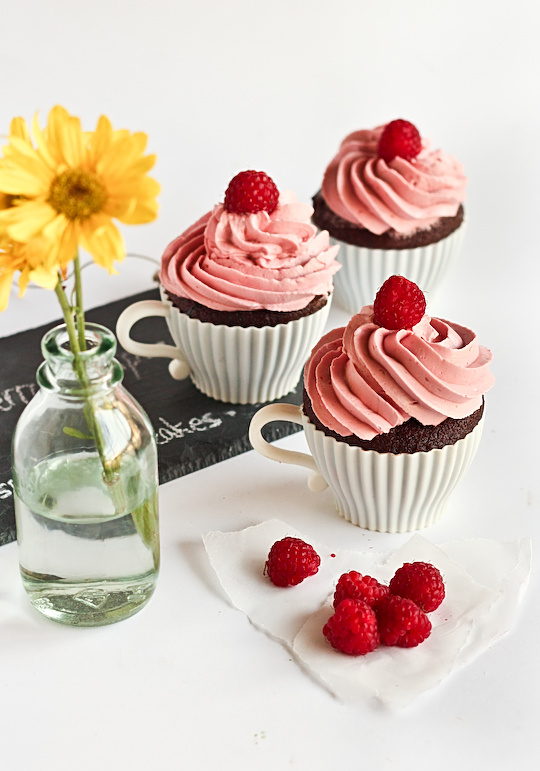 raspberry_devil_cupcakes-5