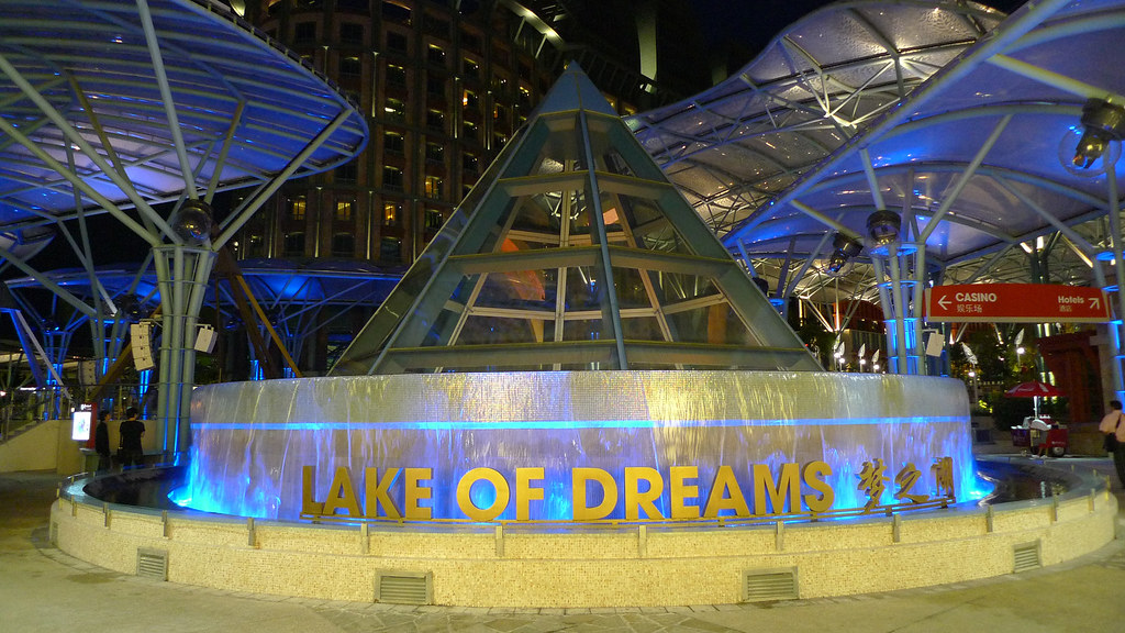lake of dreams sentosa