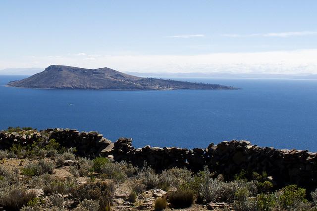 Amantani adası, akdenizde bir adaya benziyor