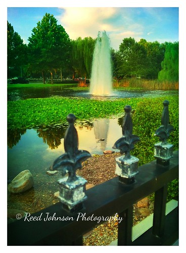 Largo Park Fountain by bichonphoto