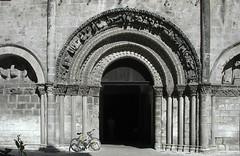 2001-06-28 Cognac, église St. Leger, Charente, Poitou Charentes (ellapronkraft.) Tags: france cognac middleages charente moyenage poitoucharentes artroman artromanesque entranche églisestleger
