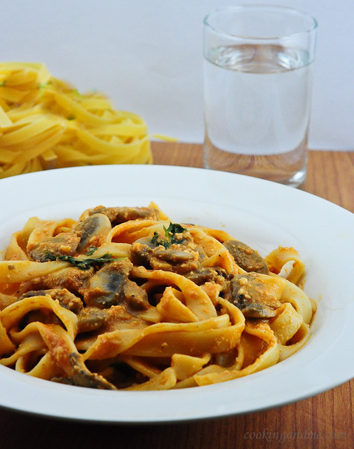 Mushrooms and Fettuccine in Vegan Tomato Basil Sauce
