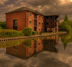 The Old Mill (Keo6) Tags: old mill club preston brook the
