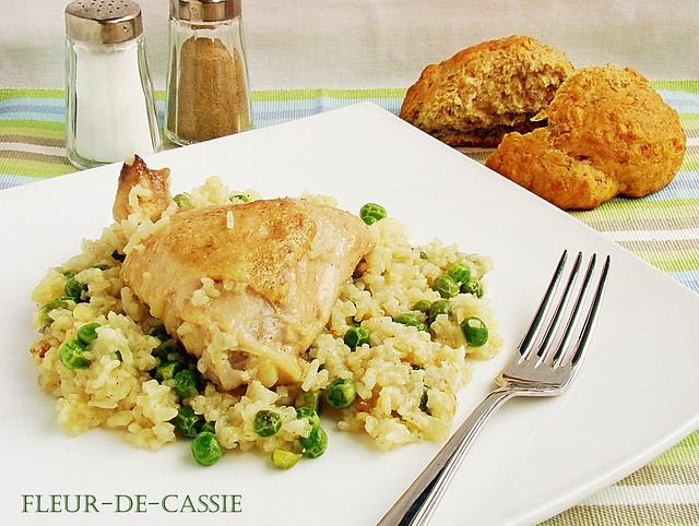 куриные бедра с рисом и горошком