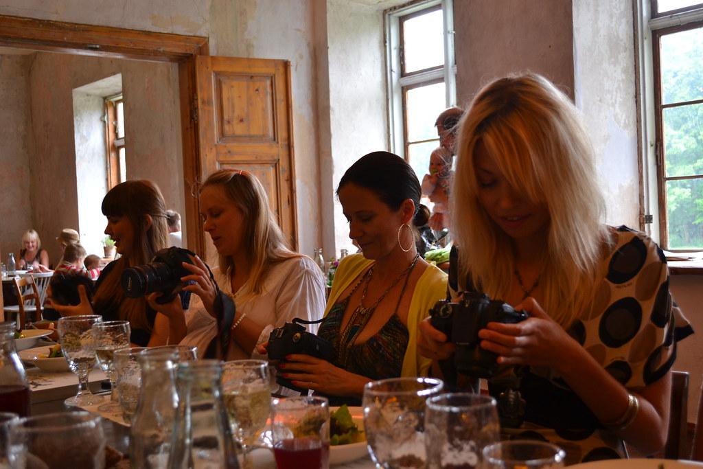 naised kaameratega s66gilaua 22res