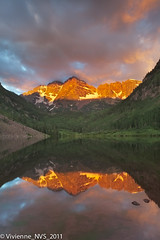 Third time's a charm: Maroon Bells summer sunrise (SF knitter) Tags: sunrise colorado maroonbells maroonlake