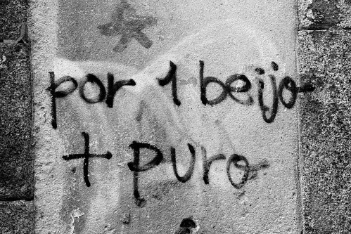for a + pure kiss  (*-*)  por um beijo + puro by @uroraboreal