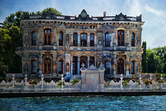 Dream house (Theophilos) Tags: sea house istanbul marmara  constantinople
