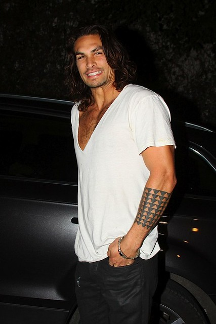jason-momoa-leaves-chateau-marmont-0302201002-820x1230