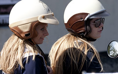 retro (Plutone (NL)) Tags: meiden spiegel lang helm haar stel paaar