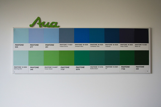 pantone karten grün blau