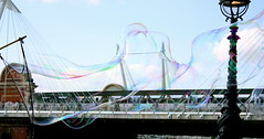 bubble....in London ( *janas65* ) Tags: street england color canon fdsflickrtoys londra inghilterra enjoylife londonist wonderfulworld estremit colourartaward reflectyourworld allegrisinasceosidiventa theauthorsplaza