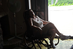 La siesta en la mecedora (grytty2010) Tags: contraluz verano siesta mecedora nikond700