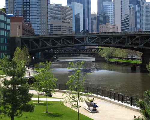 Chicago River (by: John Picken, creative commons license)