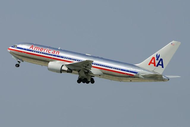 American Airlines Boeing 767-223 (N324AA)