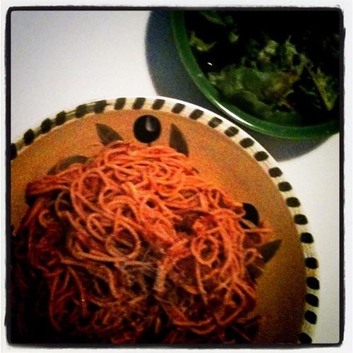 Spaghetti, blueberry and lettuce salad