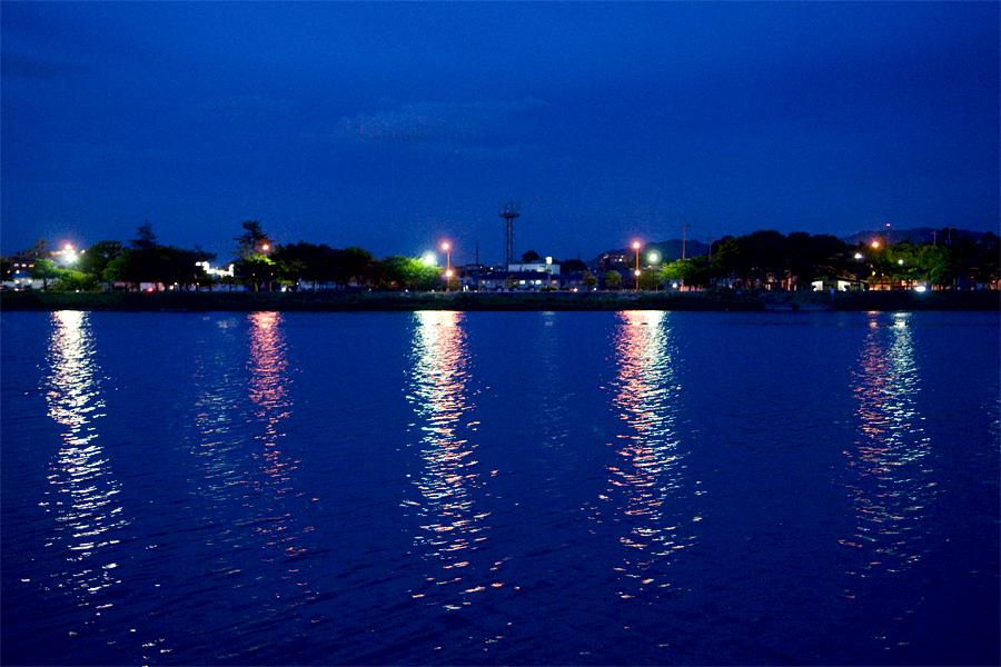 夜の湖面|滋賀県大津市