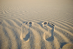 lo que quedar de m en este desierto (mary_sun) Tags: feet desierto footprint huellas