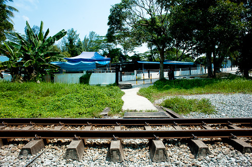 A view of Masjid Hang Jebat along the KTM tracks