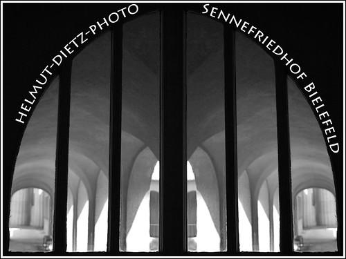 Arkaden-Sennefriedhof-Bielefeld-Helmut-Dietz