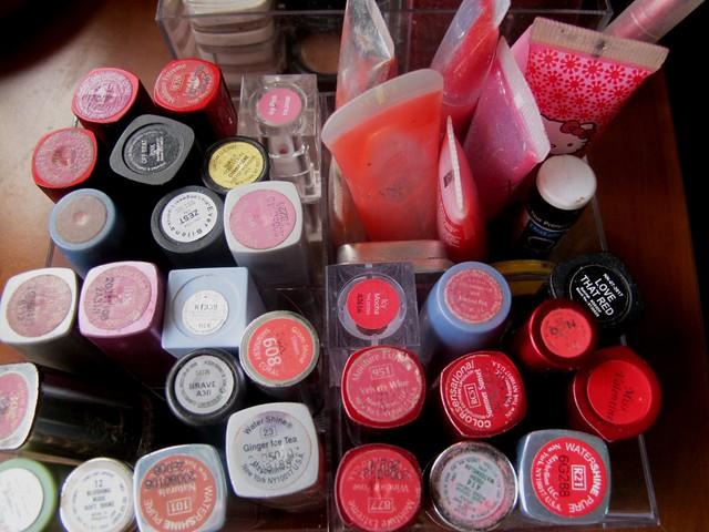 Organizing Vanity Dresser (29)