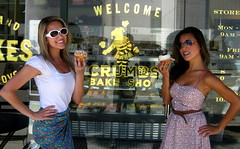 Visit the Famous Bakery where they filmed 90210!