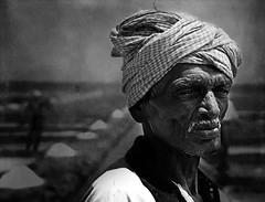 """Im not tired yet ... "" (Sajay Sankaran) Tags: street old portrait people bw white man black salt worker years aged chennai bnw 60 pans sajay marakanam sajays marakaanam"
