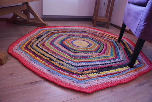Nursery DIY - t-shirt yarn rug
