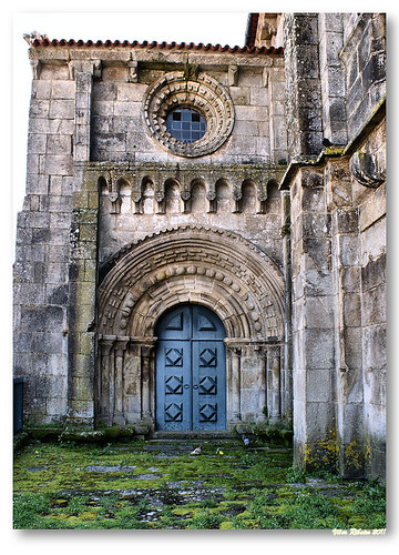 Portal do braço Norte da igreja de Paderne by VRfoto