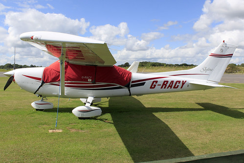 G-RACY- Cessna 182_  Dunkswell