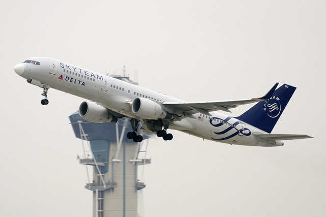 Delta Airlines (SkyTeam) Boeing 757-231 (N717TW)