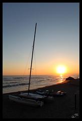 Cartolina time (Ylis7) Tags: sea canon tramonto mare estate riva sale barche toscana vela acqua spiaggia romantico fuoco cartolina sera onde sabbia fortedeimarmi ombrellone emozone
