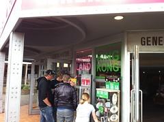 Renovatie souvenirshop | Rénovation de la boutique de souvenirs (bobbejaanland_official) Tags: shop souvenir winkel gadget cadeau bobbejaan pretpark bobbejaanland plezant