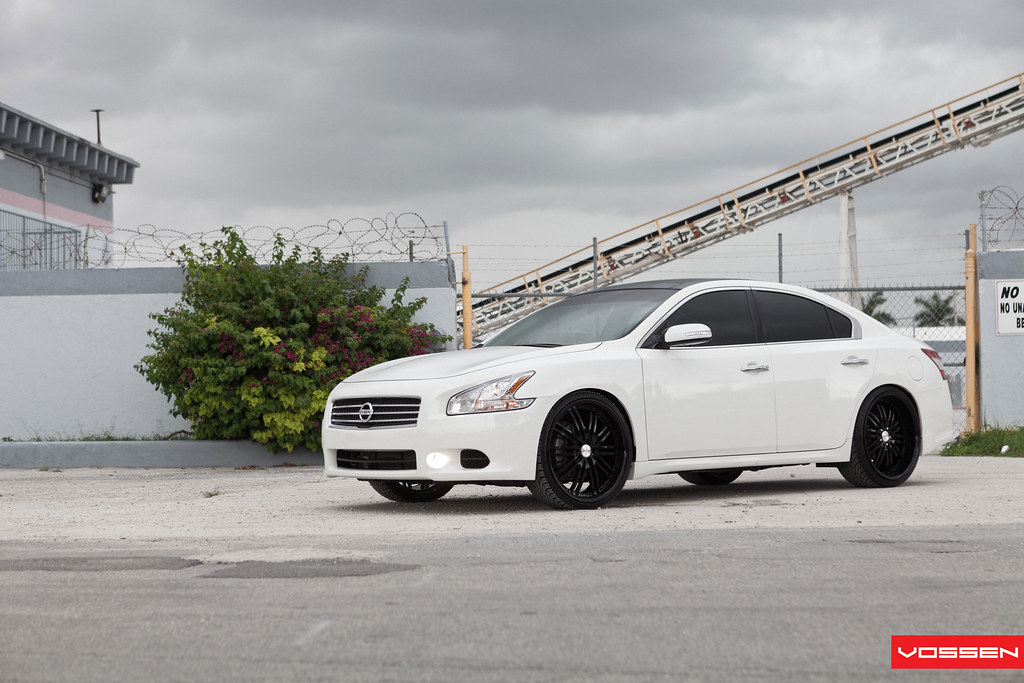 White On Black Vossen Wheels