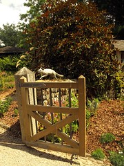 Gate at Helford (saxonfenken) Tags: garden gate open fox 154 pregamewinner gamesweepwinner helford510 154misc