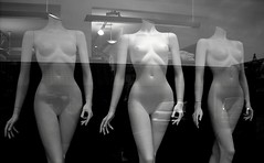 Three Barbie Graces (b&w) (Jens Rost) Tags: mannequin female nude nu nackt vrouw nudo desnudo femenino manekin naakt thethreegraces  maniqu  manken nagi   weiblich femelle    nainen kobieta femmina    kvinde kadn indossatrice alaston detregratier plak  dscn2600   mannequindukke  mannekiini diedreichariten