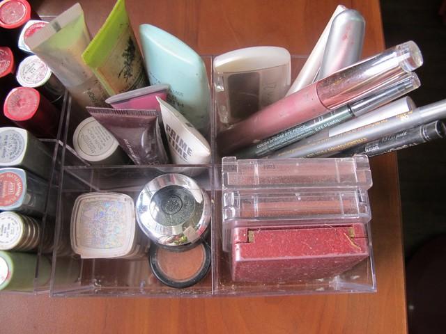 Organizing Vanity Dresser (28)