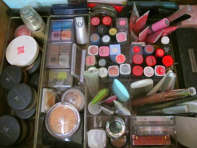 Organizing Vanity Dresser (21)