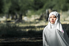 praying (mr_i) Tags: hijab dua flowerofislam
