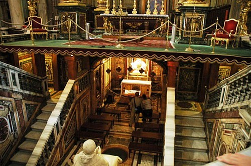 Cripta, Altar y Cimborium
