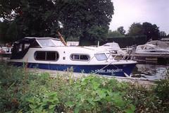 Cruising (midcenturydesign) Tags: thames marina boat plastic riverthames cruiser grp harleyford harleyfordmarina