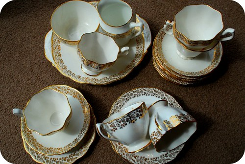 White and Gold Teaset 2