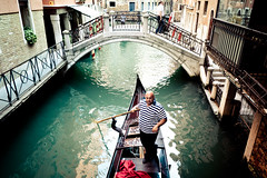 Gondolier : Venice (garygraphy) Tags: venice 24105mmf4l gondola gondolier 5dmarkii