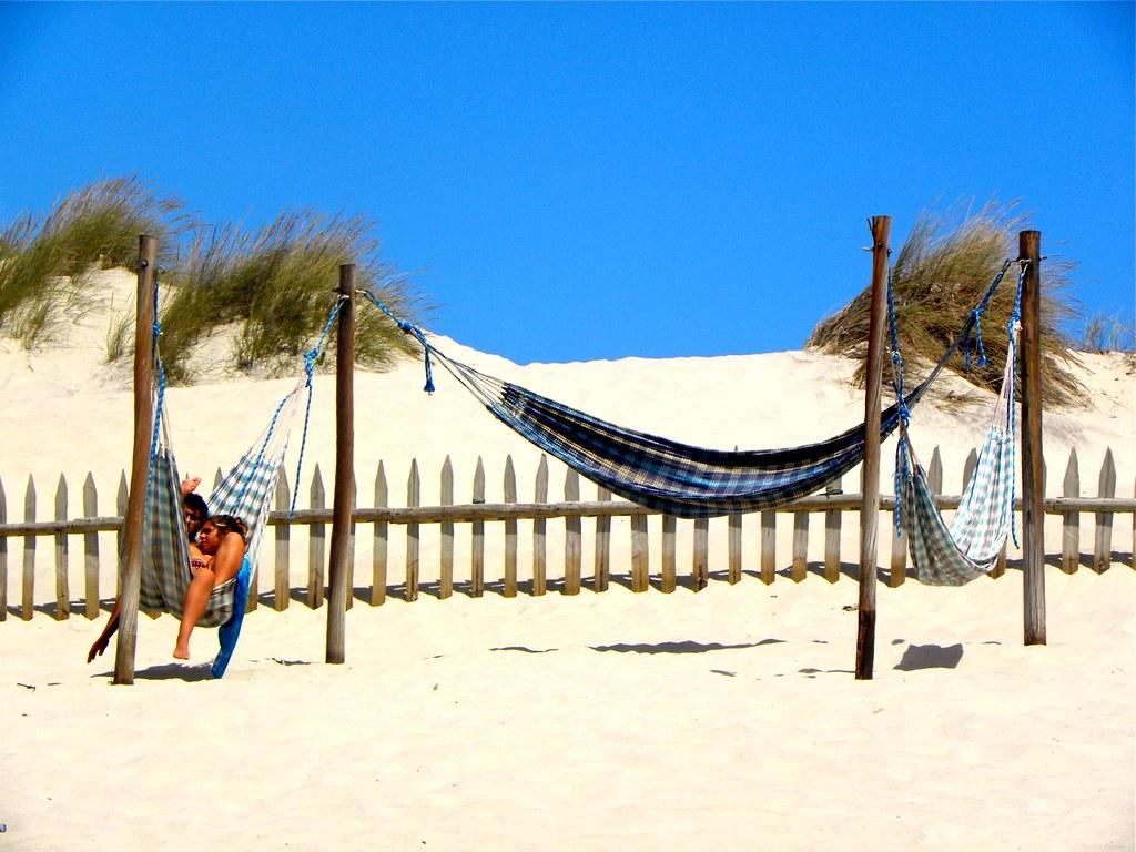 céu azul + praia + rede = férias