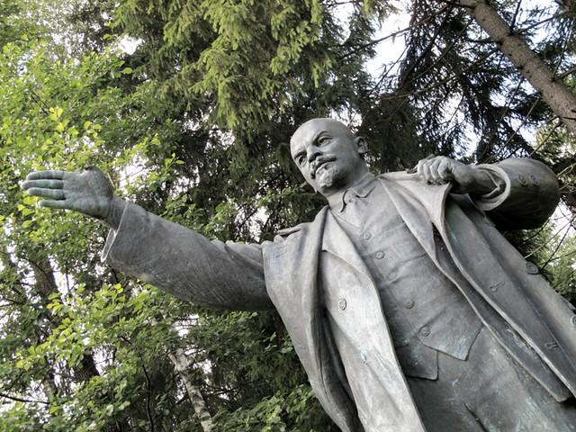 Is Lenine alive ?