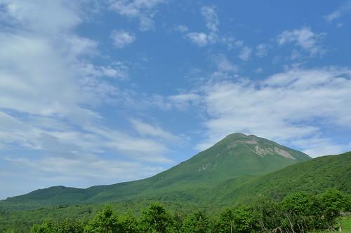 知床峠近くから見上げた羅臼岳