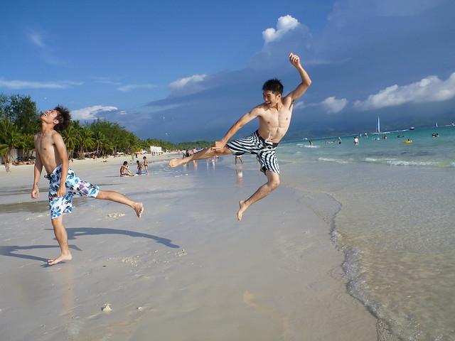八月瘋長灘島
