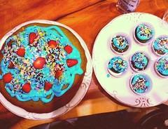 Urane Cake (cdmun) Tags: blue cake azul strawberry bolo morango brigadeiro