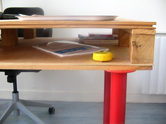 pallet desk detail (pierrevedel.com) Tags: ikea desk furniture curry hack pallet vika