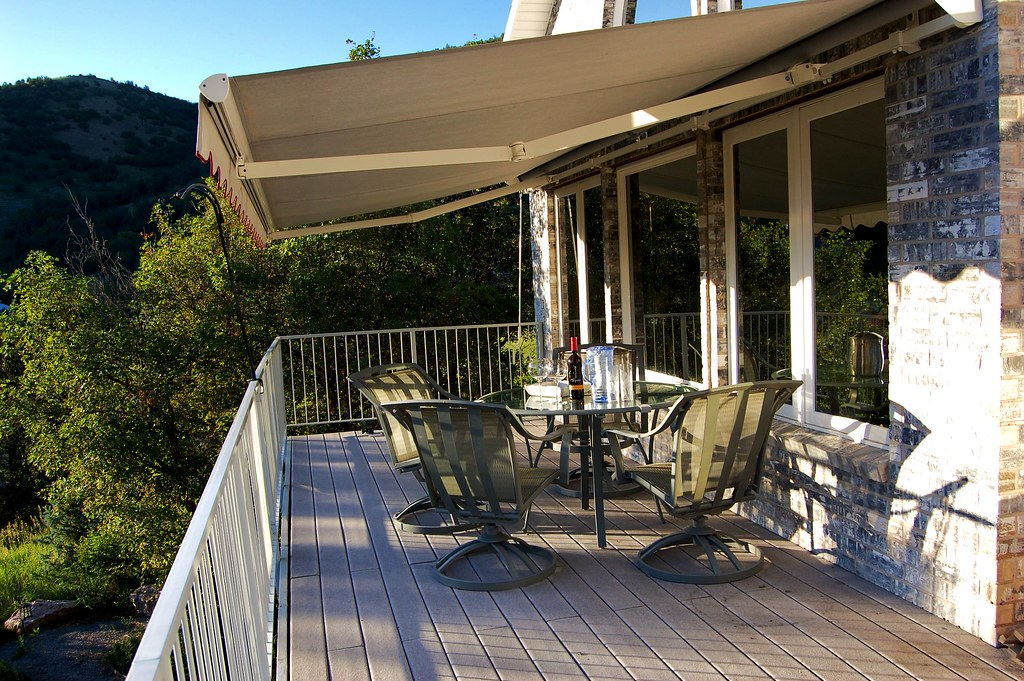 12 Deck with retractable awning